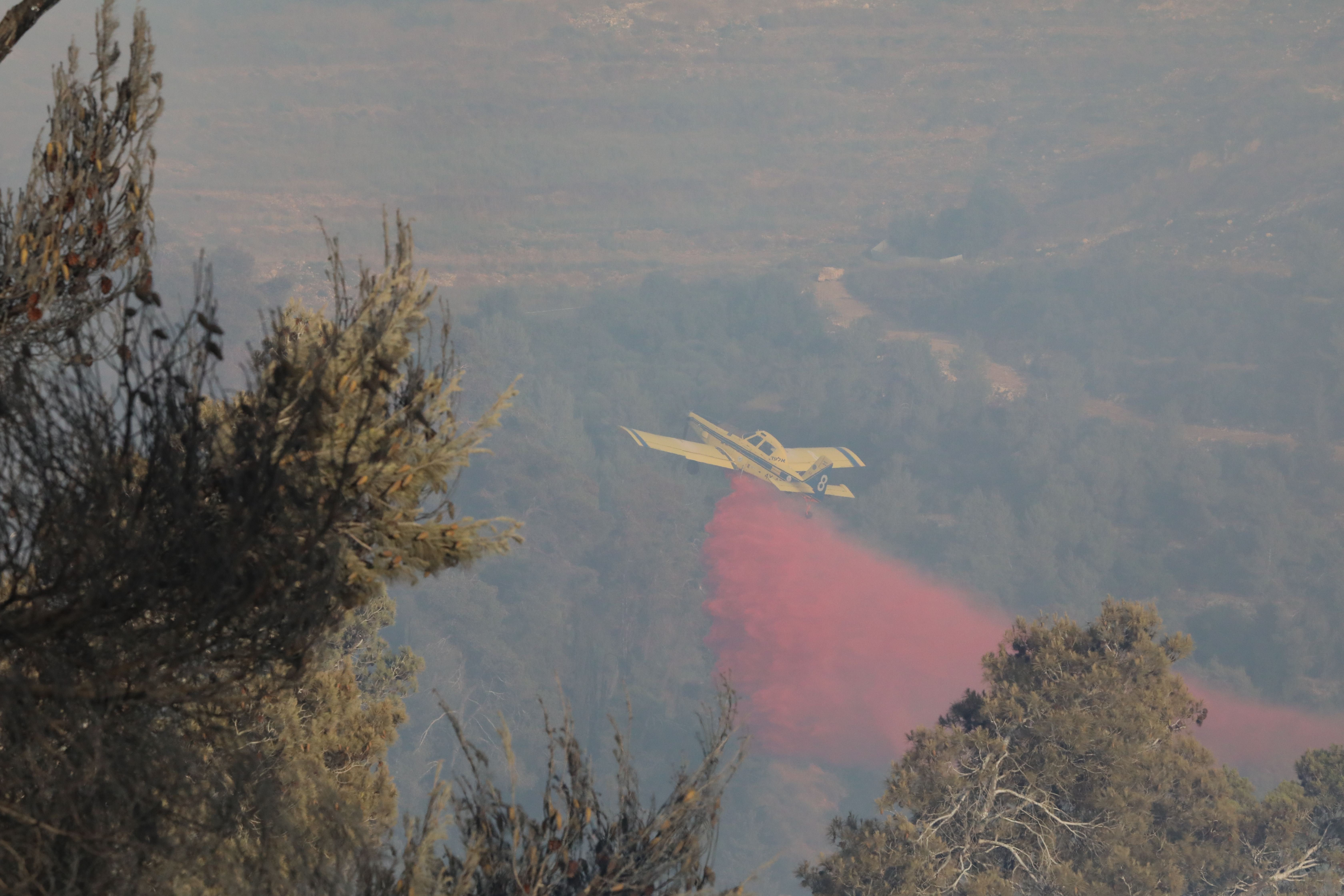 Aircraft waterbombed fires